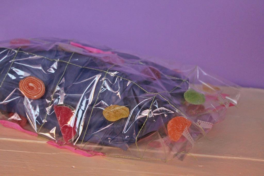 Mis soluciones pangala un packaging que es el regalo y for Envolver brochetas de chuches