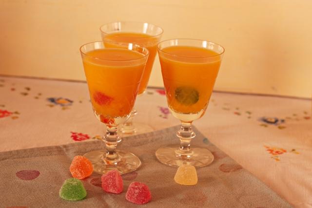 zumo natural y gominolas